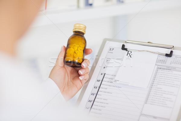 Apotheker drug fles ziekenhuis Stockfoto © wavebreak_media