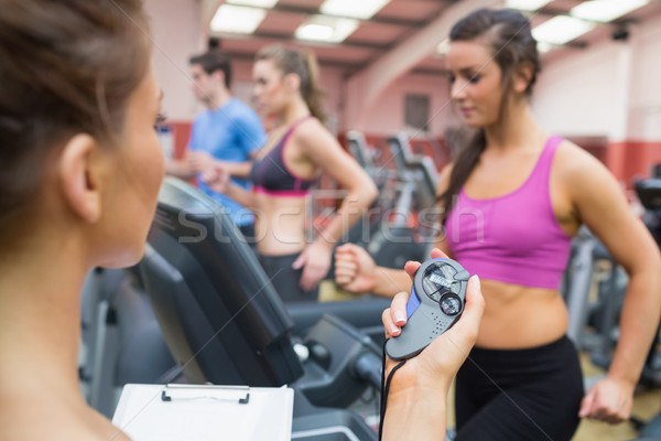 Femenino instructor cronógrafo gimnasio deporte salud Foto stock © wavebreak_media