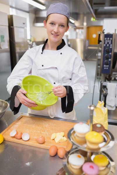Zdjęcia stock: Ciasto · kucharz · jaj · kuchnia · ręce · ciasto