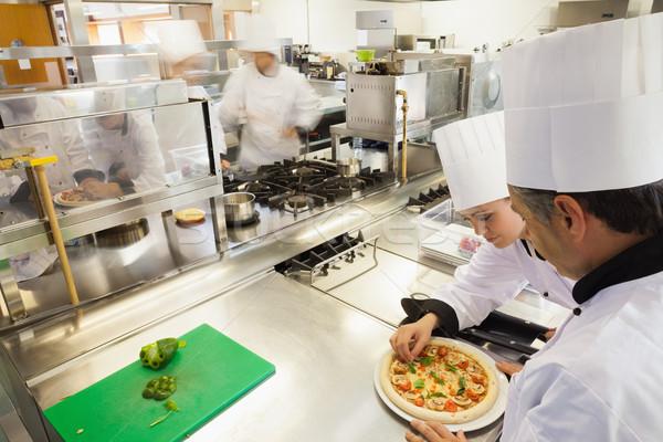 Pizza ocupado cocina queso cena chef Foto stock © wavebreak_media