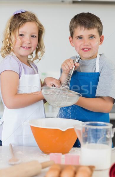 Ninos cookies junto cocina retrato Foto stock © wavebreak_media