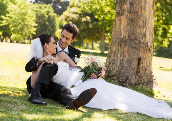 Felice newlywed Coppia rilassante parco giovani Foto d'archivio © wavebreak_media