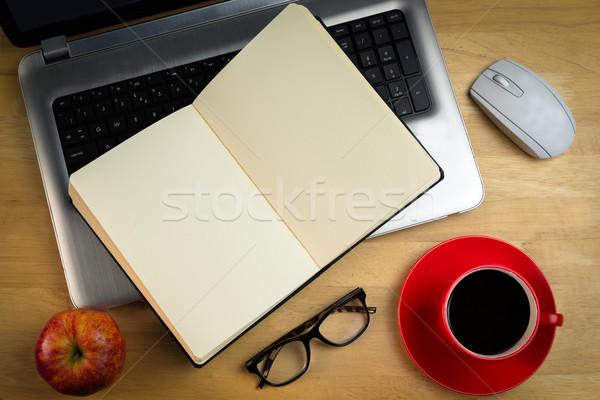 ноутбука ноутбук яблоко мыши технологий столе Сток-фото © wavebreak_media