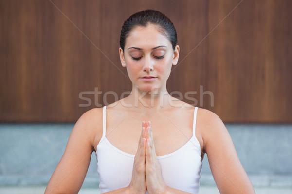 穏やかな 女性 白 座って 蓮 ポーズ ストックフォト © wavebreak_media