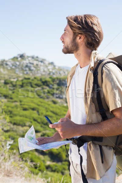 Guapo caminante mapa brújula montana Foto stock © wavebreak_media