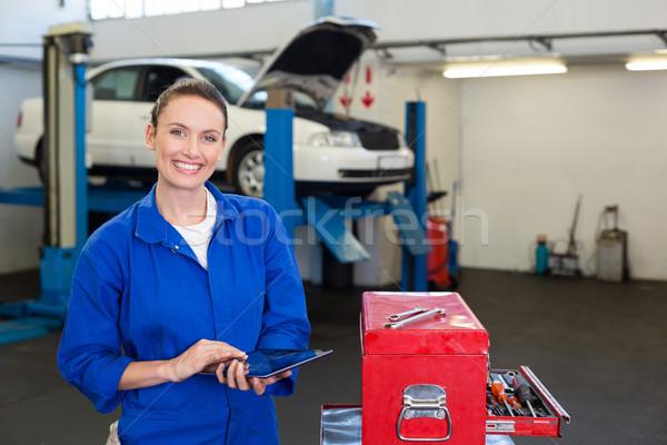Mechanik uśmiechnięty kamery tabletka naprawy garaż Zdjęcia stock © wavebreak_media