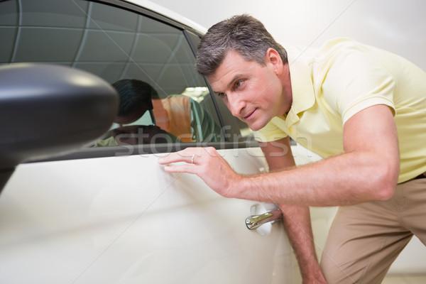 Klienta patrząc samochodu ciało showroom Zdjęcia stock © wavebreak_media