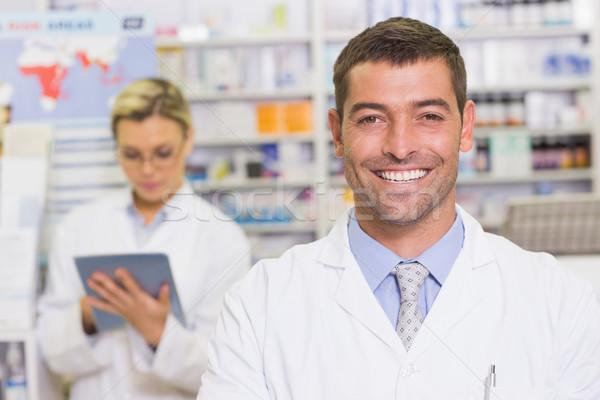 Heureux pharmacien regarder caméra hôpital pharmacie Photo stock © wavebreak_media