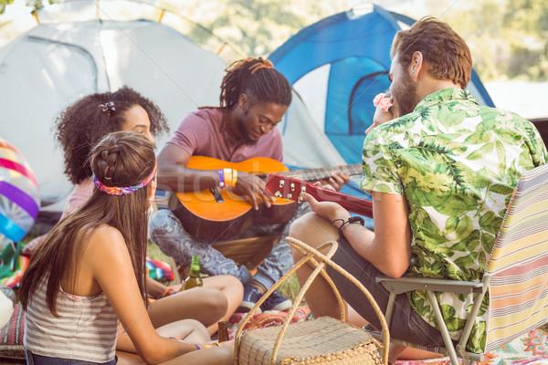 Hipszter játszik gitár barátok zenei fesztivál nő Stock fotó © wavebreak_media