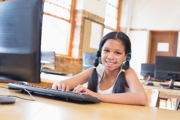 Bonitinho computador classe escola primária feliz criança Foto stock © wavebreak_media