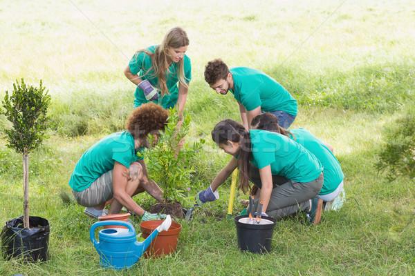 Gelukkig vrienden tuinieren gemeenschap natuur Stockfoto © wavebreak_media
