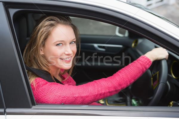 Mulher jovem condução sorridente carro mulher feliz Foto stock © wavebreak_media