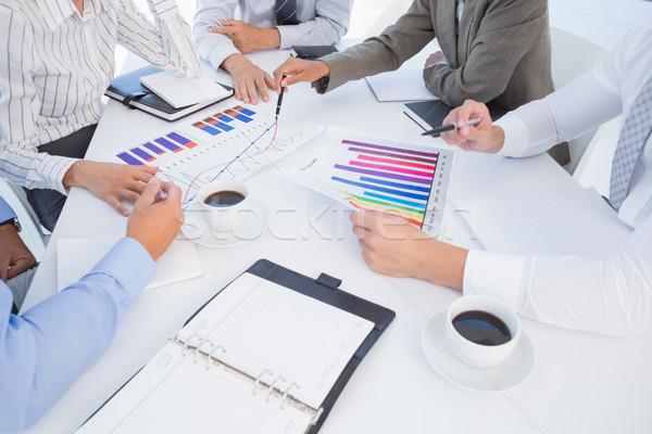 Equipo de negocios gráfico de barras oficina mujer hombre Foto stock © wavebreak_media