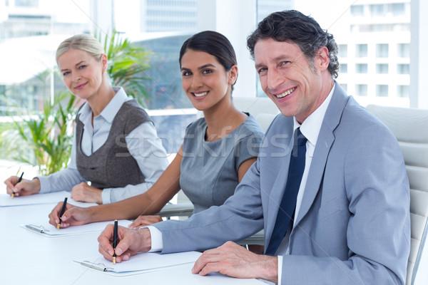 Foto d'archivio: Sorridere · gruppo · uomini · d'affari · prendere · appunti · ufficio · donna
