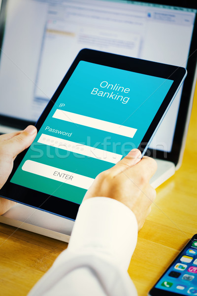 Obraz biznesmen tabletka online bankowego Zdjęcia stock © wavebreak_media
