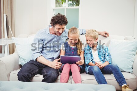 Photo stock: Famille · accent · technologie · sans · fil · maison · salon · ordinateur