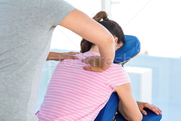 Vrouw schouders massage medische kantoor handen Stockfoto © wavebreak_media