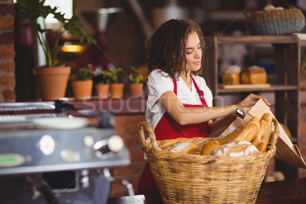Sorridere cameriera pane coffee shop business Foto d'archivio © wavebreak_media