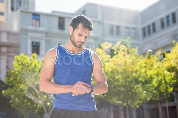 Gericht knap atleet hartslag horloge stad Stockfoto © wavebreak_media