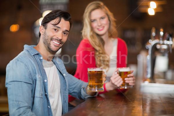 Jonge man vrouw bier bril pub Stockfoto © wavebreak_media