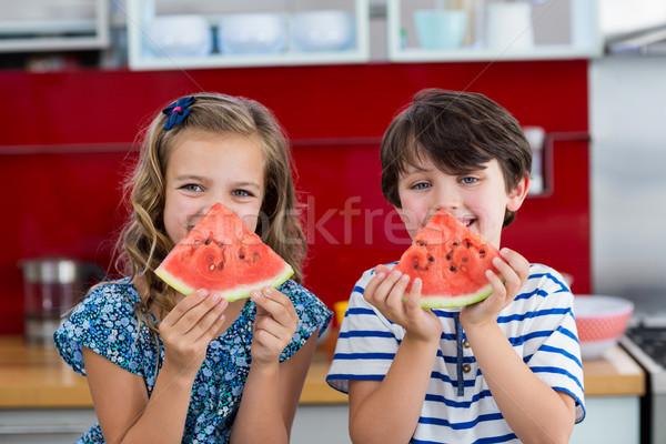 Mosolyog testvérek görögdinnye konyha portré otthon Stock fotó © wavebreak_media