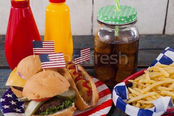 Snacks koude drank houten tafel vlag Stockfoto © wavebreak_media