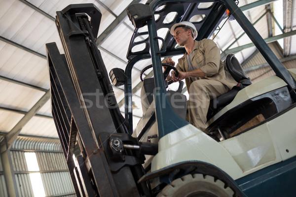 Werknemer rijden heftruck olie fabriek business Stockfoto © wavebreak_media