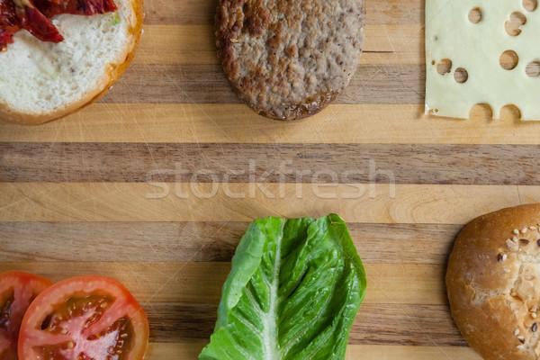 Szeletel zöldségek hozzávaló készít hamburger vágódeszka Stock fotó © wavebreak_media