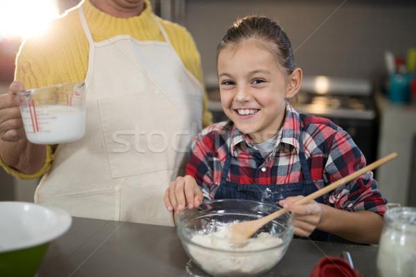 Nonna acqua pronipote farina ciotola cucina Foto d'archivio © wavebreak_media