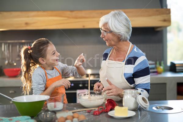Pronipote farina naso cucina donna ragazza Foto d'archivio © wavebreak_media