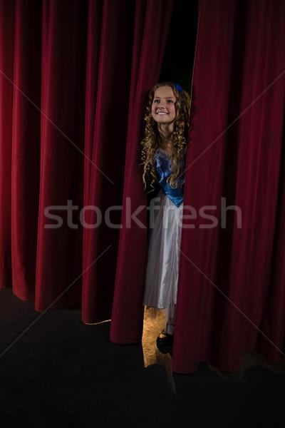 笑みを浮かべて 女性 アーティスト 赤 カーテン 少女 ストックフォト © wavebreak_media