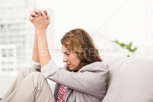 Beunruhigt Geschäftsfrau Sitzung Couch Büro Stock foto © wavebreak_media