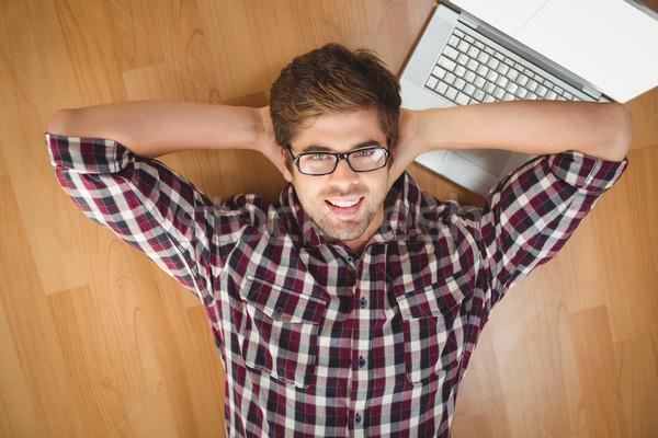 Biznesmen uśmiechnięty laptop drewnianej podłogi portret twórczej Zdjęcia stock © wavebreak_media