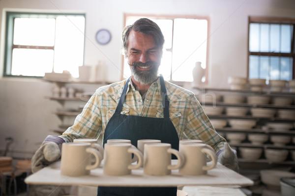 Gelukkig mannelijke keramische dienblad Stockfoto © wavebreak_media