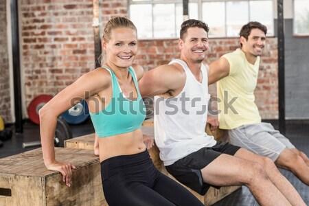 Fitt emberek emel súlyzók crossfit tornaterem Stock fotó © wavebreak_media