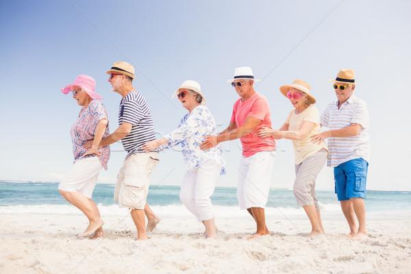 Gelukkig senior vrienden dansen strand vrouw Stockfoto © wavebreak_media