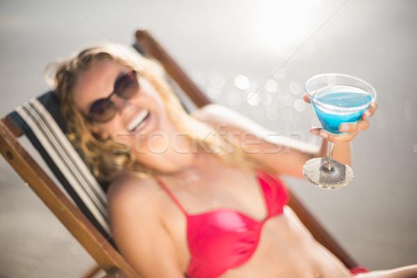 Jeune femme séance fauteuil cocktail boire plage Photo stock © wavebreak_media