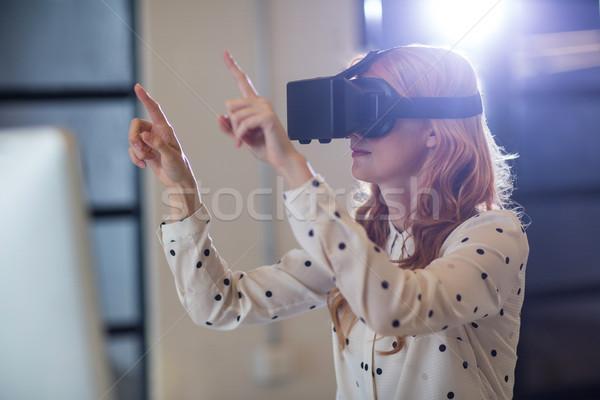女性 着用 バーチャル 現実 ガラス 若い女性 ストックフォト © wavebreak_media