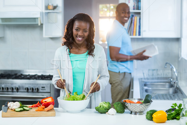 Femme homme permanent cuisine maison Photo stock © wavebreak_media