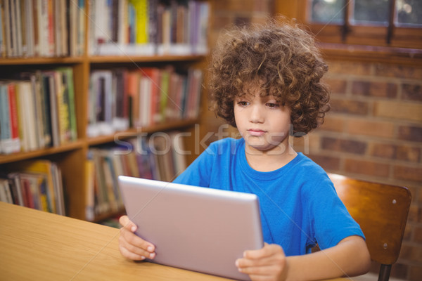 Aranyos tabletta könyvtár boldog gyermek oktatás Stock fotó © wavebreak_media