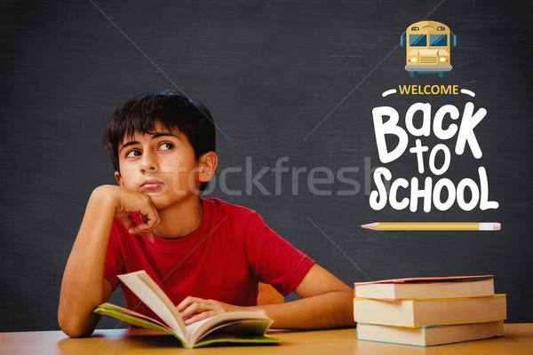 Afbeelding nadenkend jongen lezing boek Stockfoto © wavebreak_media