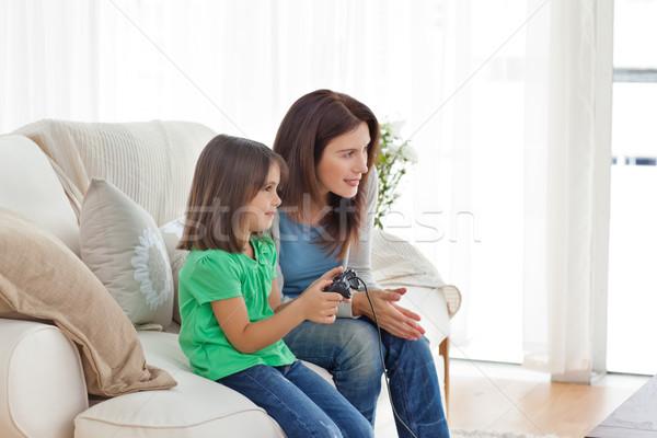 Attento madre figlia giocare videogiochi Foto d'archivio © wavebreak_media