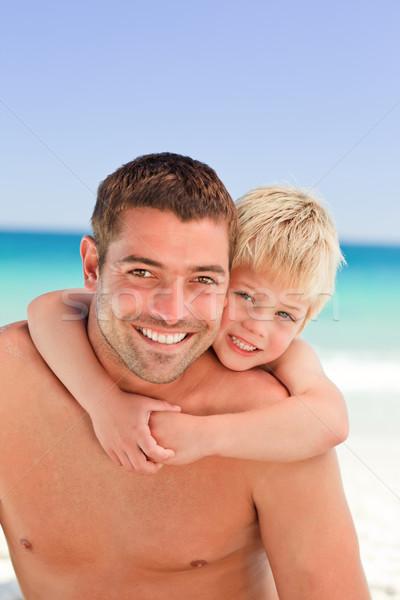 Souriant père fils ferroutage plage sourire Photo stock © wavebreak_media