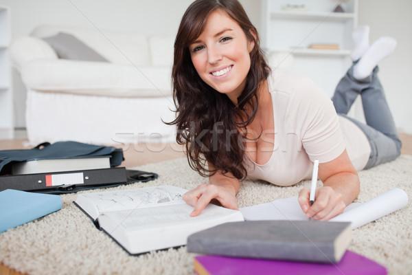 Jonge prachtig vrouw schrijven notebook tapijt Stockfoto © wavebreak_media