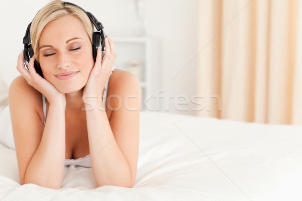 Encantado mulher fones de ouvido quarto sorrir Foto stock © wavebreak_media