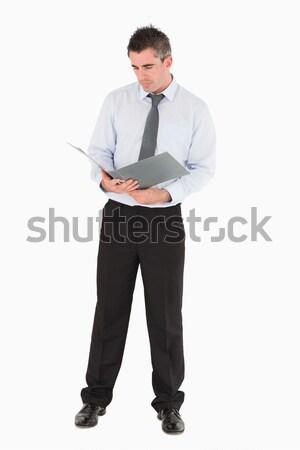 Ernstig naar zakenman armen gevouwen witte Stockfoto © wavebreak_media