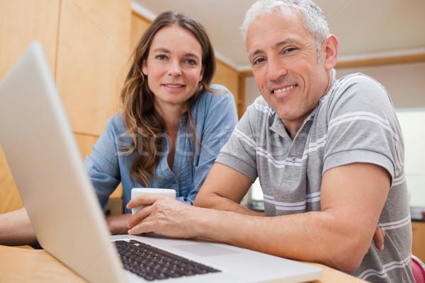 пару используя ноутбук чай кухне дома любви Сток-фото © wavebreak_media