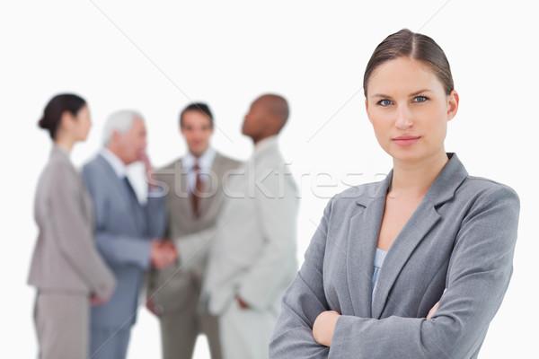 Komoly elarusítónő karok összehajtva kollégák mögött Stock fotó © wavebreak_media