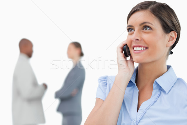 Glimlachend zakenvrouw mobiele telefoon achter witte Stockfoto © wavebreak_media