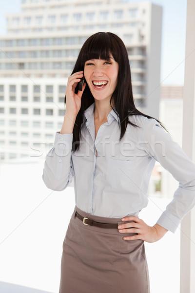 Nevet üzletasszony telefonbeszélgetés munka üzlet mosoly Stock fotó © wavebreak_media